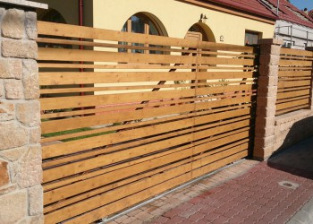 fence_building1